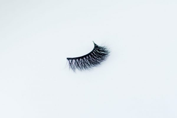 FLUFFY BLACK KATE MITCHELL MAKEUP STUDIO FAKE EYELASHES. STRIP LASHES ON A WHITE BACKGROUND. VEGAN, CRUELTY FREE AND 100% SYNTHETIC.